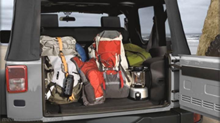 Medidas Jeep Wrangler 2011, maletero e interior